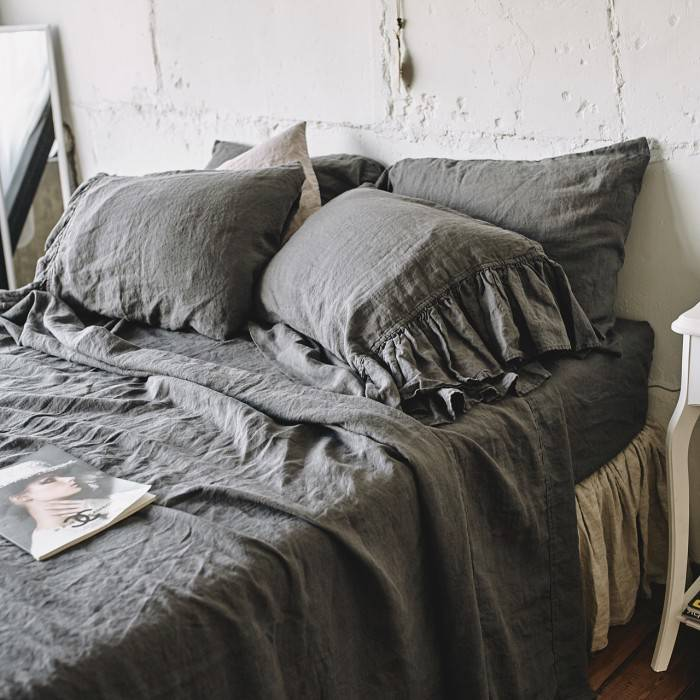 CHARCOAL GRAY Linen sheet set with ruffle