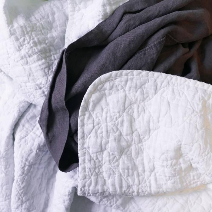 ANTIQUE WHITE Linen comforter
