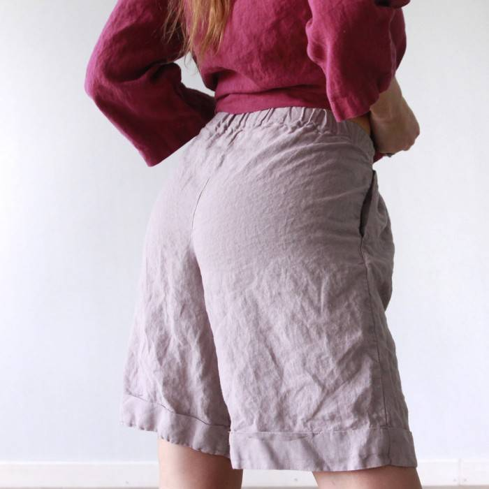 LINEN SHORTS with belt and pockets