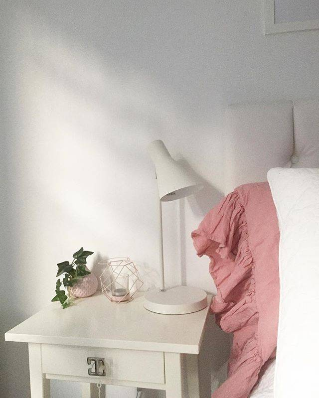 Total white bedroom can be not boring?
