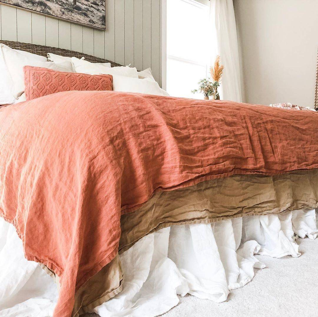 Why everybody needs to try Clay color in the bedroom